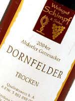 Der Dornfelder wird meist als trockener Rotwein ausgebaut